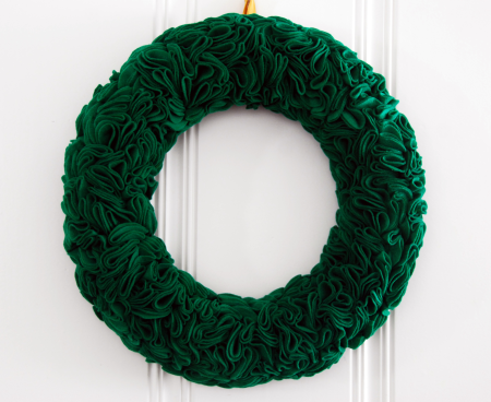 how to make a ruffle green felt rosette wreath craft st. patricks day holiday ideas
