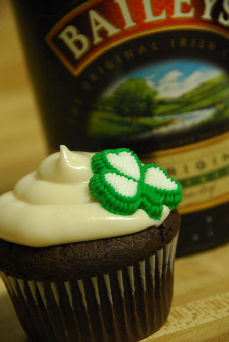 dark chocolate cupcake recipe bailey's irish cream cheese frosting like sprinkles st. partick's day ideas