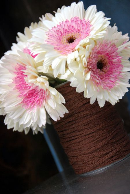 yarn wrapped vases cheap craft ideas party decor hot glue gun
