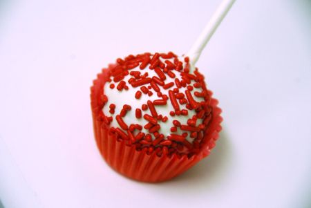 red velvet cinnamon cream cheese frosting cake pop valentine's day treats dessert