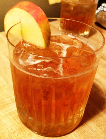 apple cider ginger beer bourbon cocktail winter recipe holiday drink